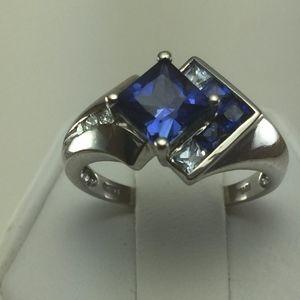 Jewelry - Stunning 10K white Gold, Sapphire and Diamond ring